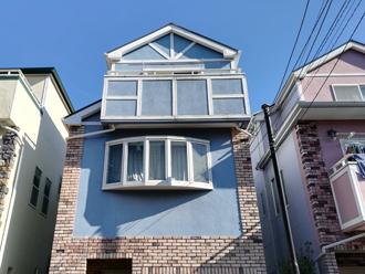 塗り替え前のブルーの外壁のお家