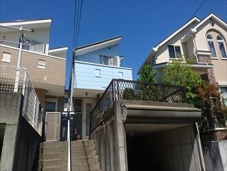 横浜市青葉区築20年で2回目の屋根外壁塗装、サーモアイSiとパーフェクトトップで鮮やかな空色へ、施工前写真