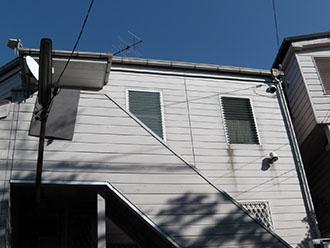 横浜市磯子区 外壁塗装と擁壁塗装に屋根葺き替えと外階段改修 施工前