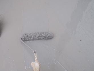 座間市 バルコニーのウレタン防水 中塗りと上塗り