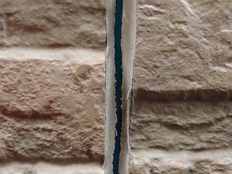 藤沢市円行にて窯業系サイディングの調査、目地のコーキング補修には耐用年数の長いオートンイクシードがおすすめです