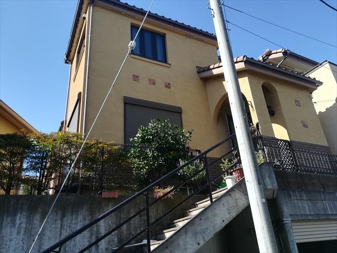 横浜市神奈川区神大寺にて築15年のモルタル外壁を塗装の為に調査