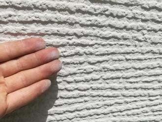 横浜市南区高砂町にて屋根と外壁の点検、苔の発生やチョーキングはお住まいを塗り替える時期のサインです