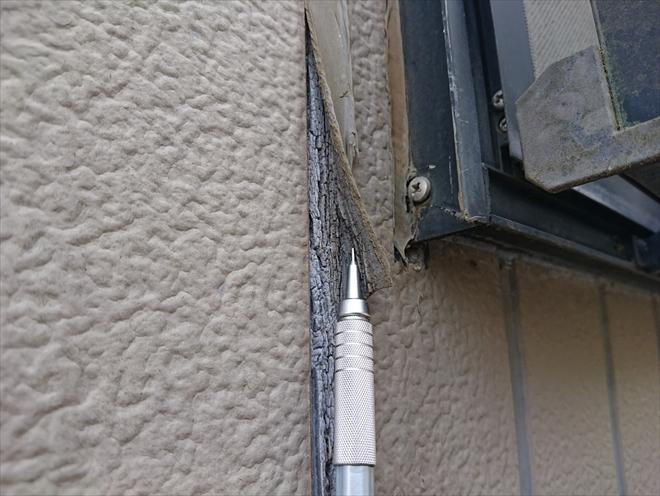 横浜市鶴見区北寺尾で外壁塗装と一緒にサイディング目地の打ち替え工事をおこないます