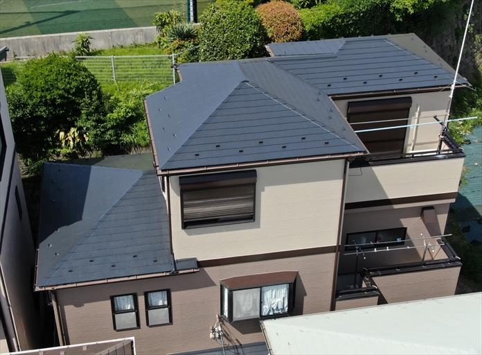 横浜市栄区本郷台でスレートと窯業系サイディングの屋根外壁塗装、ラジカル制御形塗料でピカピカに仕上がりました、施工後写真
