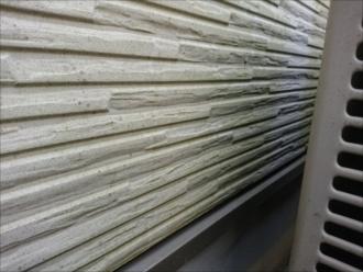 横浜市都筑区南山田にて塗装の為外壁調査、日当たりの悪い北側に汚れが多くコーキングの傷みも確認できました