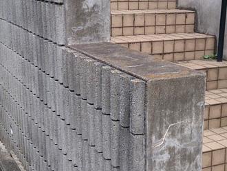 横浜市青葉区 外壁塗装前の点検 擁壁にも苔が生えている