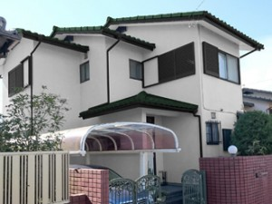 外壁:ホワイト 屋根:ウェザードグリーン