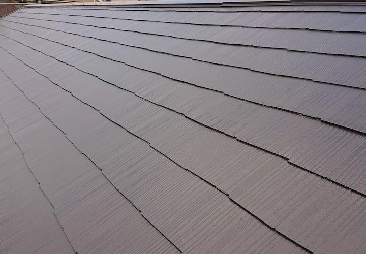 座間市ひばりが丘にて、遮熱塗料サーモアイ4F(クールダークグレー)で屋根塗装工事を行いました