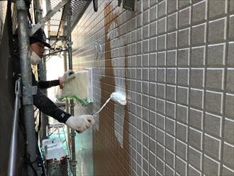 横浜市泉区上飯田町でアパートの外壁をパーフェクトトップで塗装工事中です