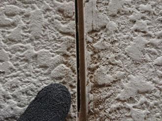 横浜市青葉区にて点検調査した屋根の欠けや苔、外壁のコーキングの剥がれは雨漏りを引き起こし見た目にも影響します