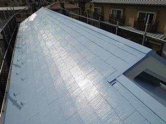 横浜市南区通町にて、遮熱塗装サーモアイ4Fのクールネオウィスタブルーでスレート屋根塗装
