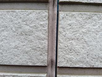 三浦市晴海町にて点検調査、外壁塗料と同じ耐用年数のコーキング材を使用すると足場代の節約になりおすすめです