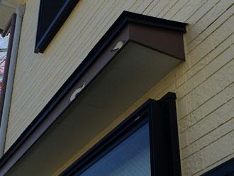 横浜市中区港町にて外壁の点検調査、劣化しやすい庇や軒天は外壁塗装と同時に塗装するのがおすすめです