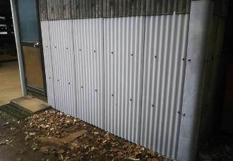 小波スレートの外壁