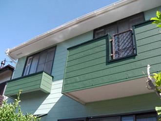 外壁が緑色の家1