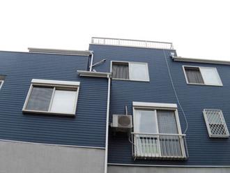 外壁が青色の家1