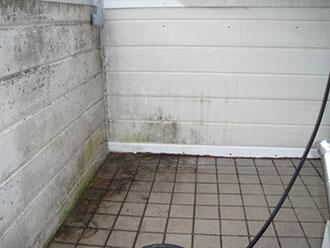 高圧洗浄で汚れが落ちた擁壁