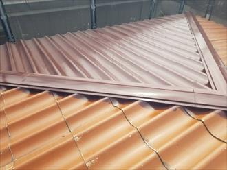 横浜市金沢区富岡西にてファインパーフェクトベストのチョコレート色で屋根塗装
