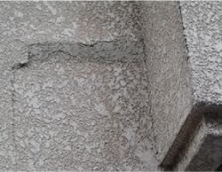 モルタル壁に浮きや膨らみができている場合