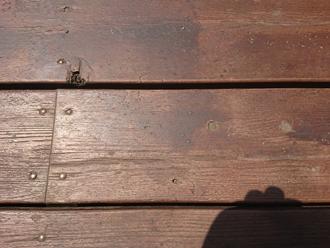 傷で凹んた床面