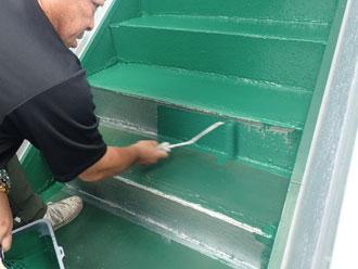 蹴込み板を塗装