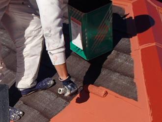 三浦郡葉山町 ヤネMシリコンを使った屋根塗装 中塗り