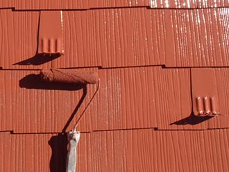 三浦郡葉山町 ヤネMシリコンを使った屋根塗装 上塗り